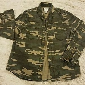 Camo button up with great details